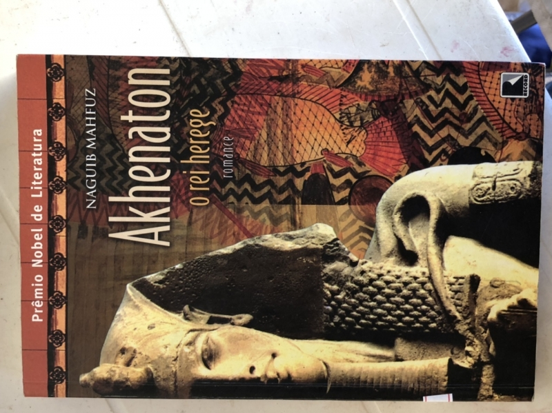 Capa de Akhenaton - Naguib Mahfuz
